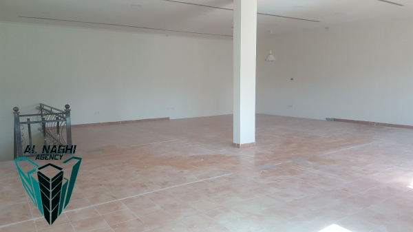 Commercial show room in Tubli