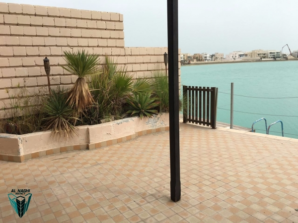 Sea views 4 bedrooms villa semi furnished with private beach access